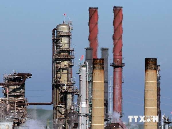 Giá dầu mỏ thế giới tăng trở lại sau nhiều tháng giảm liên tiếp