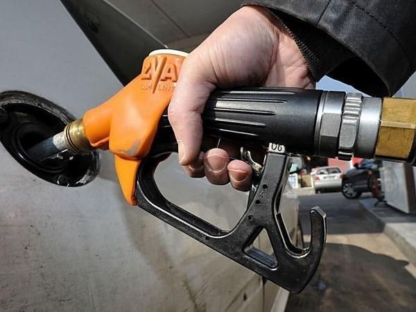 Giá dầu tăng tại Mỹ và Anh do OPEC có thể cắt giảm sản lượng