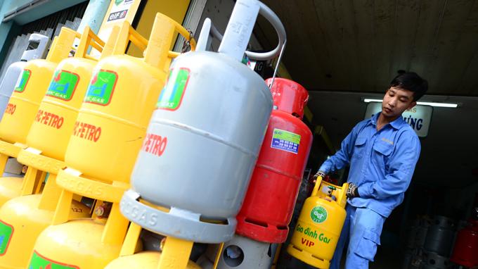 Giá gas tăng 4000 đồng/bình 12 kg từ 1/10
