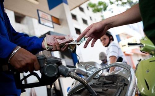 Giá xăng trong nước giảm lần thứ 10 liên tiếp