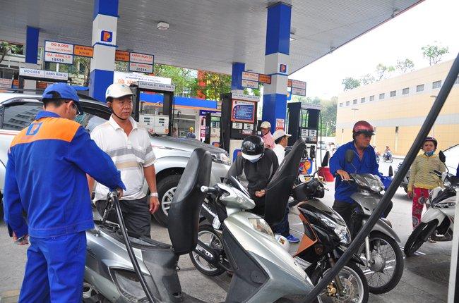 Doanh nghiệp đầu mối xăng dầu tiếp tục lời to nhờ... quy định