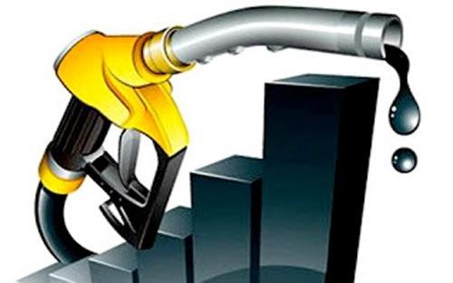"""Giá dầu sụt mạnh đang """"giúp"""" nhập siêu quay lại Việt Nam"""