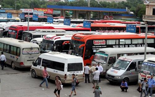 Giá xăng dầu giảm mạnh, doanh nghiệp vận tải đòi... tăng giá vé