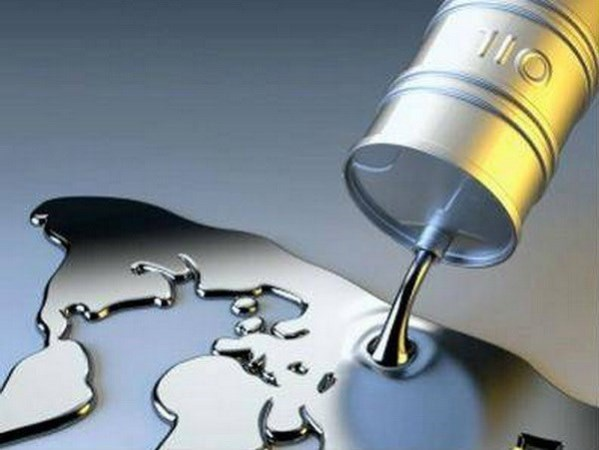 Giá dầu trên thị trường thế giới lại tiếp tục giảm mạnh
