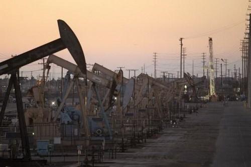 Giá dầu có thể giảm còn 20 USD/thùng vì Mỹ sắp hết chỗ chứa