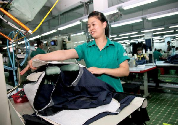 Doanh nghiệp dệt may khó khăn tìm vốn và đơn hàng