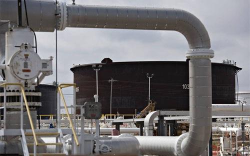 Giá dầu thế giới tăng mạnh nhất 2 tháng