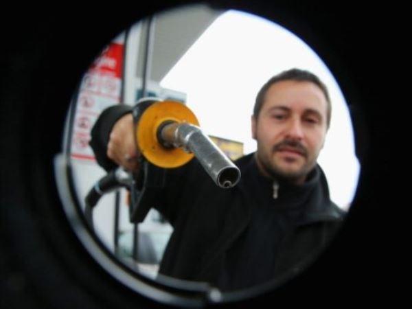 Giá dầu thế giới tiếp tục tăng trưởng phiên thứ hai liên tiếp