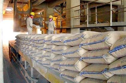 Xuất khẩu xi măng, doanh nghiệp Việt bất lực khi bị chèn giá