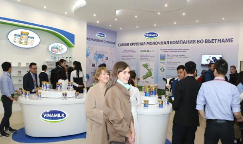 Tại Hội chợ, Vinamilk còn tổ chức cho người tiêu dùng Nga dùng thử các sản phẩm của Vinamilk và đã chiếm được cảm tình của người tiêu dùng Nga đối với các sản phẩm, đặc biệt các loại sữa nước, sữa đậu nành, nước giải khát